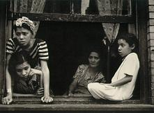 Screenshot image for Helen Levitt New York Streets Gallery